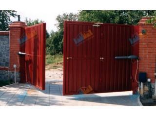В каких случаях лучше выбрать распашные автоматические ворота с дистанционным открытием